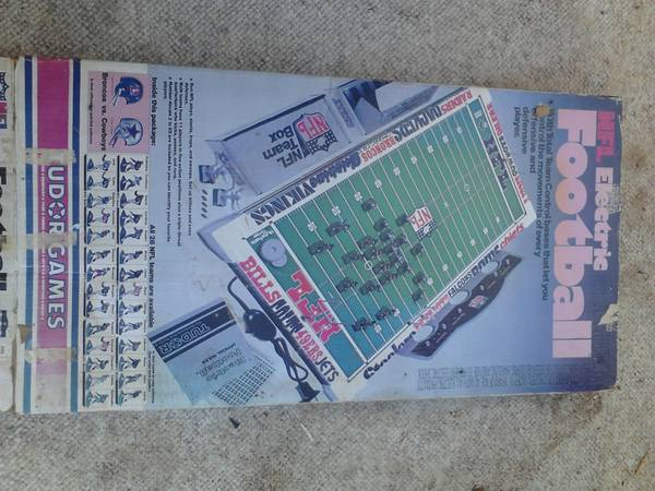 Tudor NFL electric football gameREDUCED PRICE - $35 (west odessa )