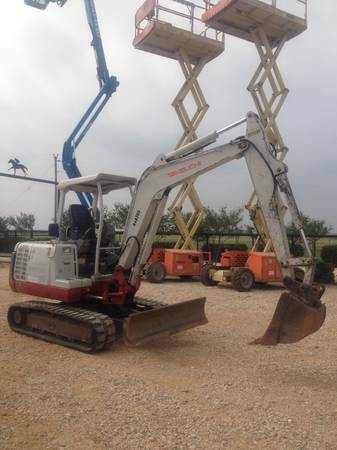 Takeuchi 135 Mini Excavator For SALE or RENT    -   x0024 24500  Gonzales  Texas