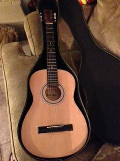3 4 steel string Amigo guitar w  case -  130  Midland