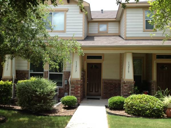 - $120 2br - 1300ftsup2 - 4 YR old Townhome wUPDATES 2BR2.5 BA San Antonio.CLOSE TO EVERYTHIN (San Antonio, TX)