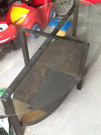 Purchased at Furniture Row Glass Coffee Table - $90 (Brownsville olmito)