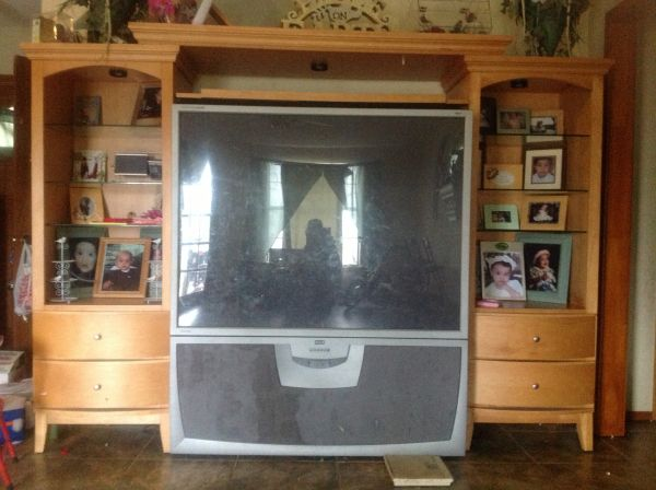 Big screen TV entertainment center - $600 (Brownsville, Tx)