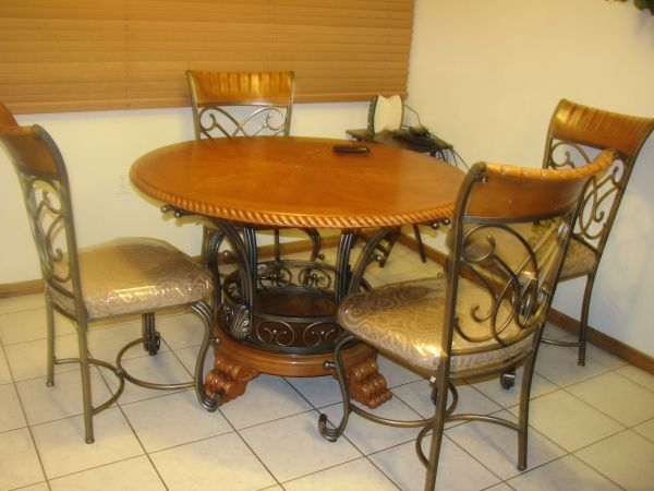 6-pc dining set  antecomedor - $300 (Brownsville)