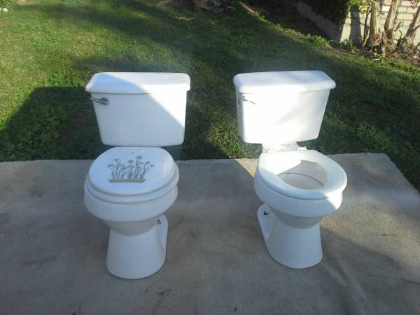 2 Used Toilets -   x0024 37  Harlingen