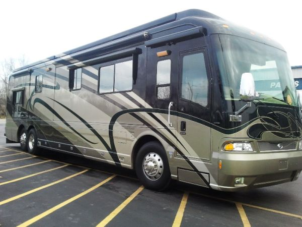 2006 Country Coach Magna 630 45 525hp CAT Tag Axle Diesel Motorhome - $239995
