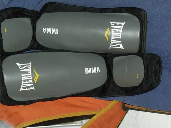 EVERLAST MMA SHIN INSTEP GUARDS-pads grappling striking training - $10 (san benito)