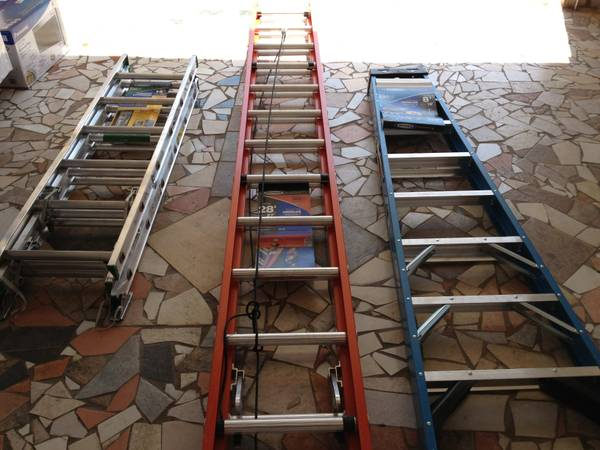 SELLING 3 LADDERS VENDO 3 ESCALERAS - $70 (BROWNSVILLE)