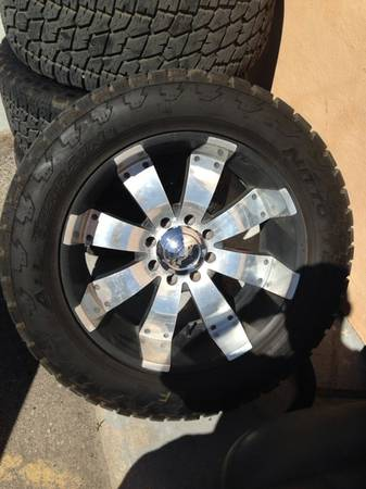 Chevrolet GMC 8 Lug 22 Wheels  Tires - $1800 (Raymondville)