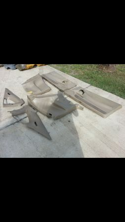 Mustang gt 99-04 interior panels w seatbelts - $120 (Los fresnos)