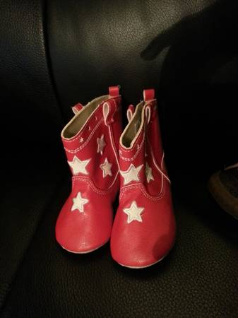 stride rite and old navy boots for girl size 5 - $15 (brownsville tx)
