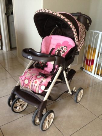 GRACO STROLLER WITH BASKET - PINK AND BROWN (FLOWER DESIGN) WCANOPY - $60 (BROWNSVILLE)