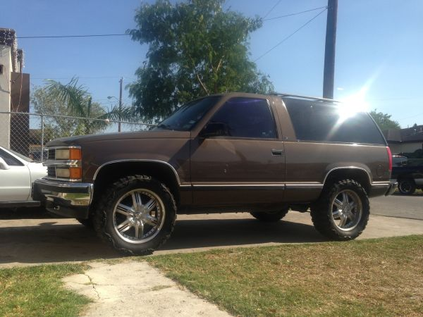 1998 Chevy Tahoe 2dr - $6200 (Brownsville )