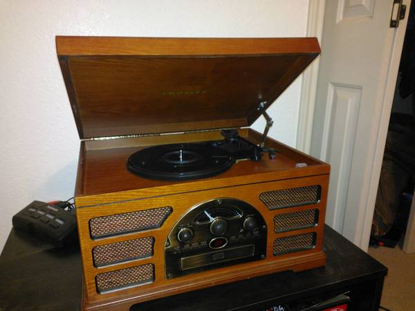 Crosley CR66 CD,Vinyl,casette player - $80 (Brownsville)