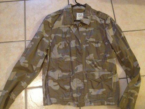 womans camo jacket large from old navy (BROWNSVILLE )
