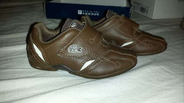 baby boy lacoste shoes size5 - $18 (brownsville )