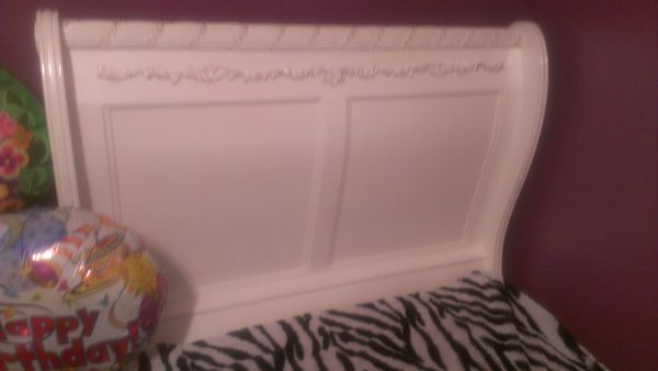 Cute twin bed - $400 (Brownsville,Texas)