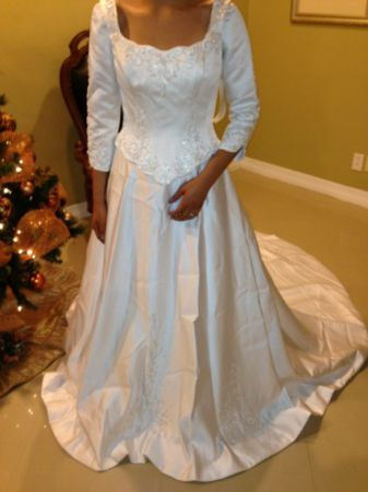Bridal dress size 10 - $250 (Brownsville )