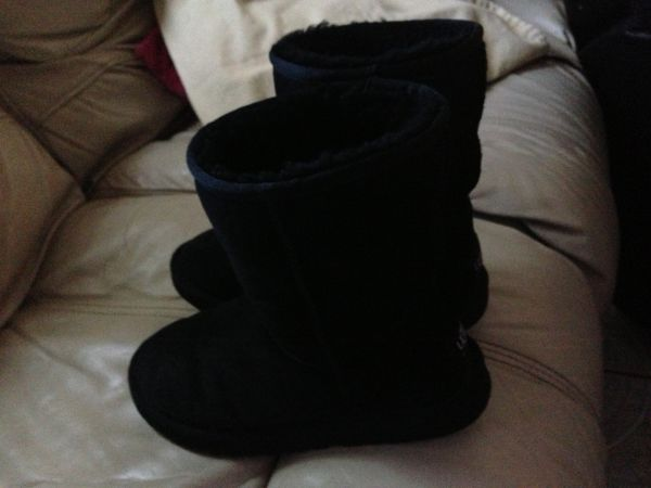 UGGS, Bebe, Juicy, MK, Burberry, Under armour. - $50 (Rancho Viejo)