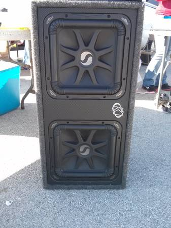 WOW ..... trade or sale pair of kickers l5 12 in with kicker box - $275 (brownsville tx)