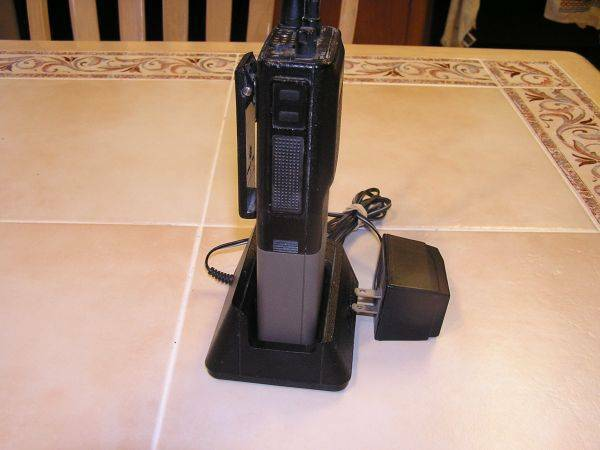 1 Motorola P200 VHF 6 Channel Repeater Radio - $50 (BROWNSVILLE)