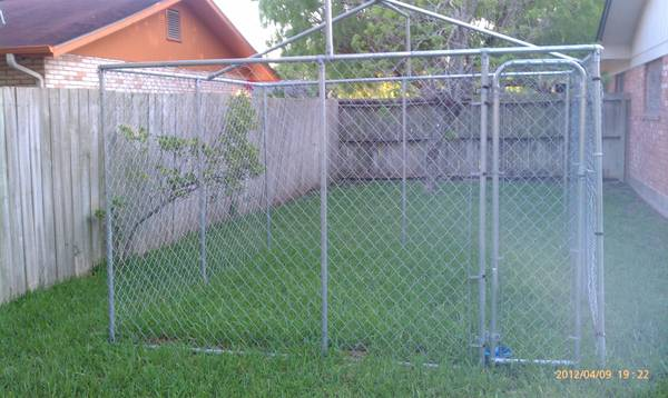 Large Dog kennel Enclosure 10x10 chain Link - $150 (Brownsville)