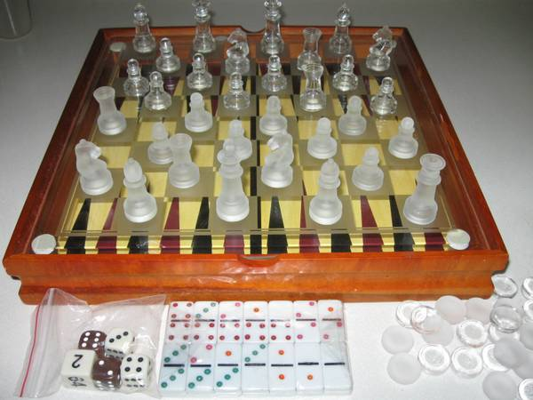 GLASS CHESS GAME SET -   x0024 25  BROWNSVILLE