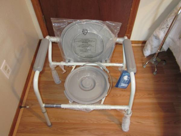 New Lumex Bedside 3-in-1 Steel Commode for sale by owner - $100 (Harlingen)