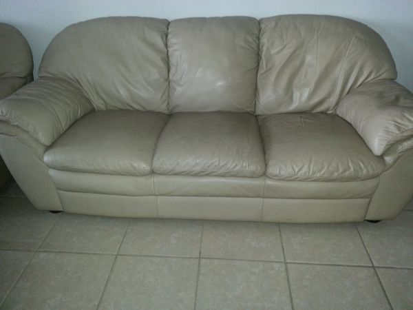 NATUZZI LEATHER SOFAS FROM LACKS (BROWNSVILLE)