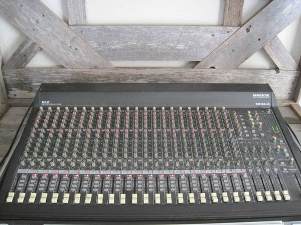Mackie 24-4 VLZ 24 CHANNEL PROFESSIONAL MIXING CONSOLE HARD CASE (ALAMO)