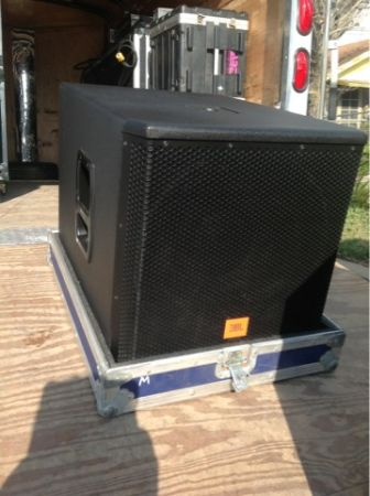 JBL MRX 518 sub single 18 speaker with road case - $400 (San Benito )