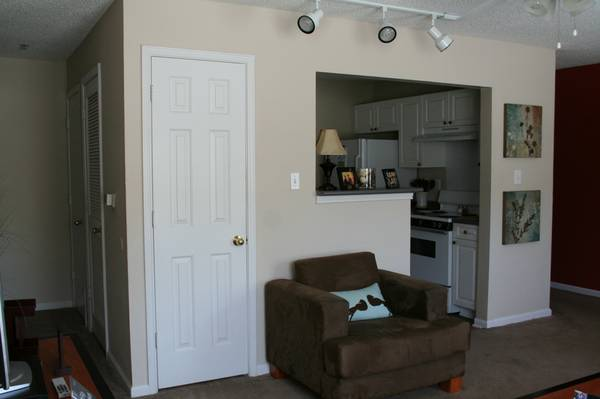-  399   4br - 1189ft sup2  - 1 room in 4 bedroom apartment available for short term lease  Male ap   Campus Crossing
