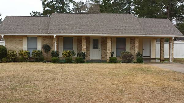 x0024 139900   3br - 1577ft sup2  - 3 Bedroom 2 Bath on 1 Acre in Pineville  139 900   6709 Dogwood Drive Pineville  La