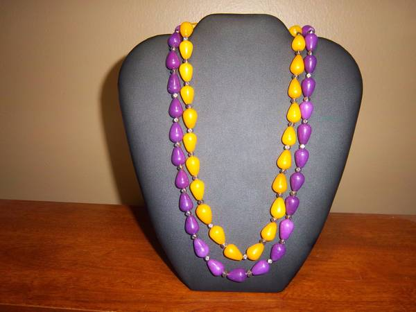 Estate  Purple and Gold Jade Necklace     -   x0024 50  pineville