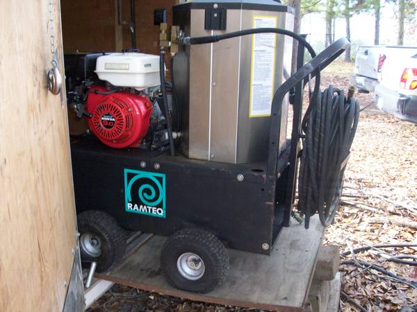 3000 PSI hot water pressure washer -   x0024 2800  Alexandria