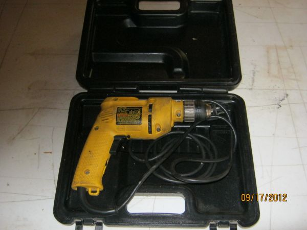 DEWALT 38 INCH ELECTRIC DRILL WITH CASE FOR SALE OR TRADE - $20 (ALEXANDRIA)