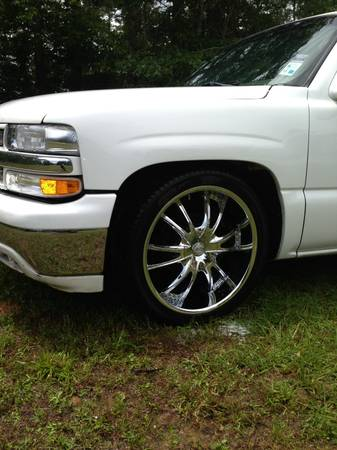 22 inch 6 lug rims an tires - $900 (Natchitoches )