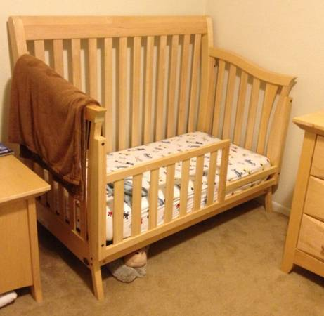 Crib convertible to toddler bed and full size bed - x0024350 (Fort Polk)