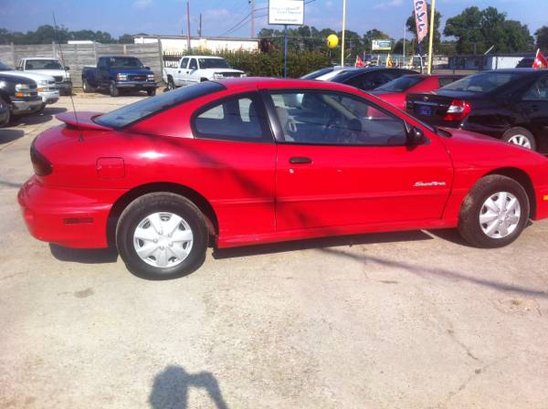 00 Pontiac Sunfire (dependable-inexpensive) - $2495 (Baton Rouge)