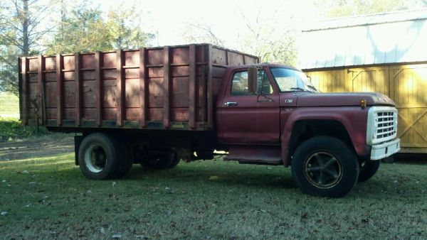 1978 FORD F700 WDUMP BODY - $2500 (JONESVILLE, LA)