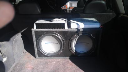 2 12 subs and box with jvc stereo - $200 (Alexandria oakdale kinder )