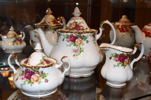 Royal Albert Old Country Roses Dinner Plates  amp  tea set -   x0024 20  Baton Rouge  Central
