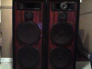 Speakers for sale   Excellent condition -   x0024 600  Slidell La