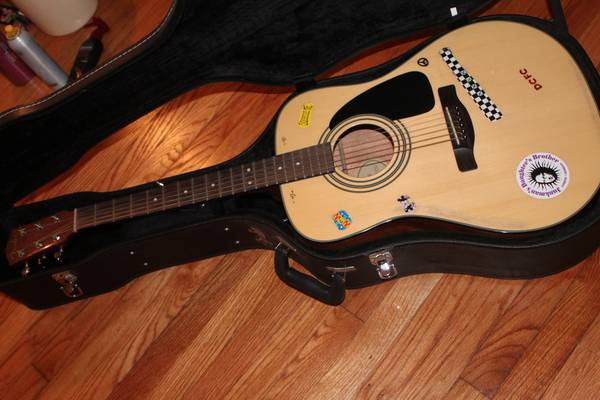 FENDER ACOUSTIC GUITAR FOR GOOD PRICE   -   x0024 200  Alexandria  LA