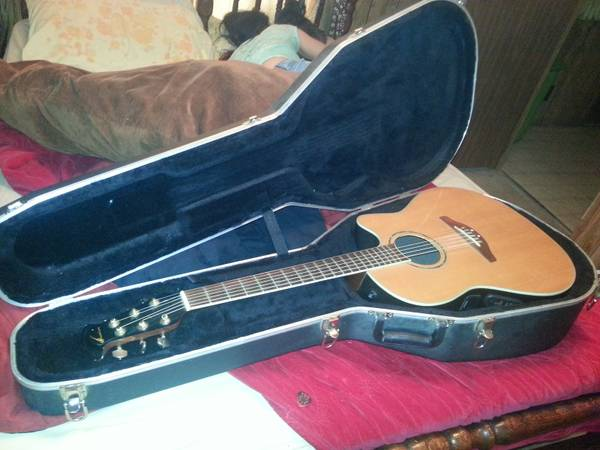 Ovation Acoustic Electric Guitar Case -   x0024 500  Pineville