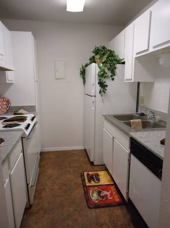 $729 2br - 880ftsup2 - Granite Countertops Wood floors Immediate move in (Arbor Square Apartments)