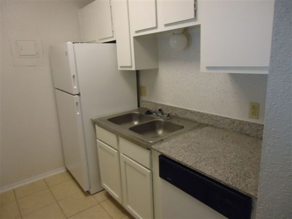 $579 1br - 616ftsup2 - Spacious 1X1 Available, Free Cable, Internet, Water (Arbor Square)