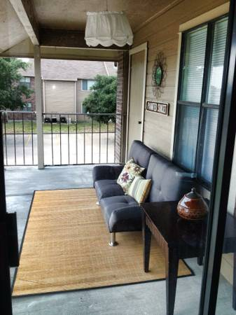 - $400 930ftsup2 - Female Roommate Wanted (Meadows Point Apt.)