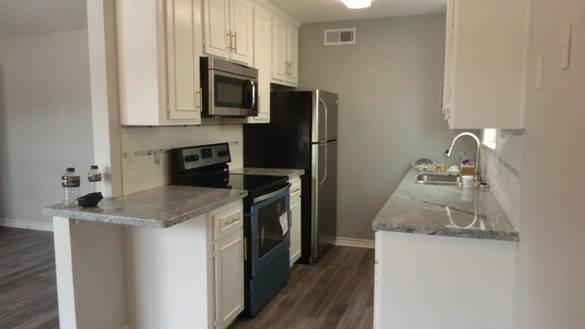 500  2br  Looking for roomate House walking distance to Northgate  No Preference