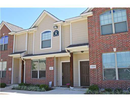 550  2br  roommate wanted to share townhouse  Female Only