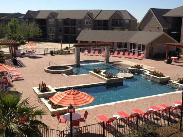 $550 2br - The Enclave w$1,100 Signing Bonus Spring 2014 Only (6mos) (1800 Holleman)